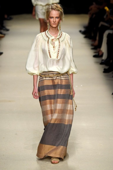 Easy and breezy, but with interesting details, make this Alberta Ferretti look perfect.