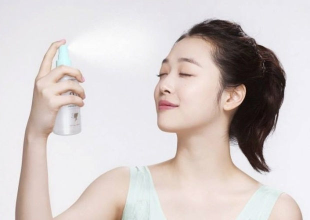 An ad for Etude House demonstrates the K-beauty addict's drug of choice: the facial mist.