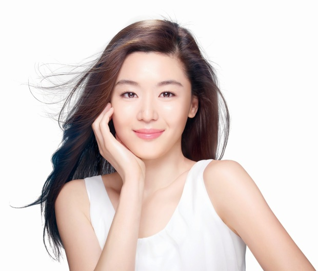"""My Love From the Star"" actress Jun Ji-Hyun stuns at 34."